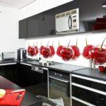Из каких материалов лучше всего делать фартук кухни?