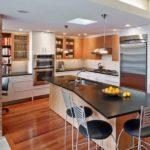 Дизайн кухни в коттедже!